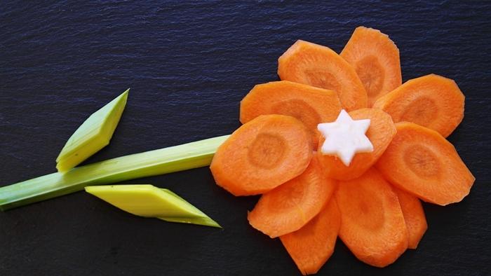 Zanahorias y puerros en forma de flor