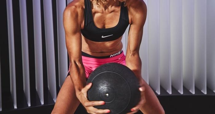 ejercicios fuerza con balón medicinal