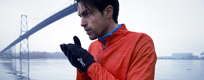 Corredor con guantes