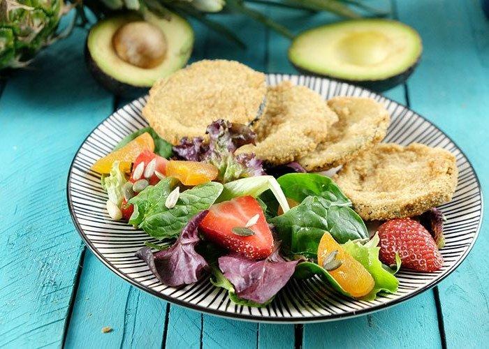 Plato con alimentos rebozados