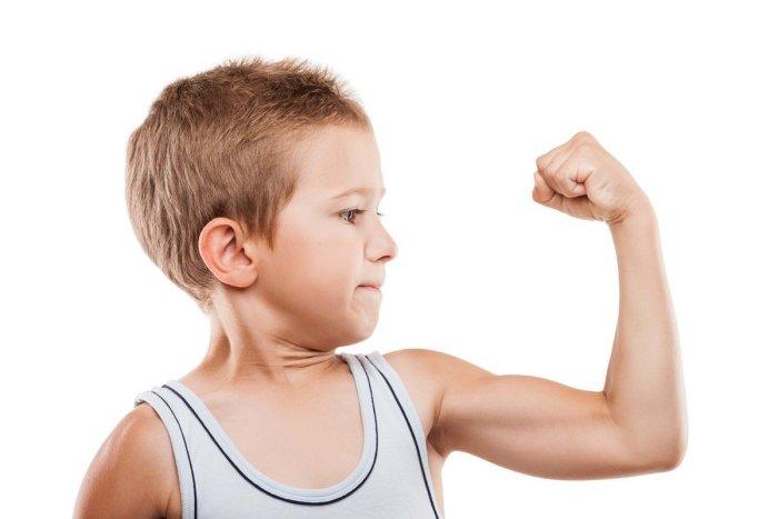 Niño músculo