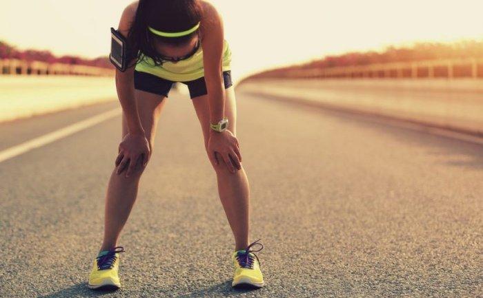 Corredor cuida rodillas