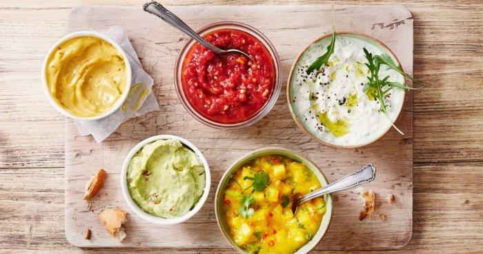 Plato con varias salsas