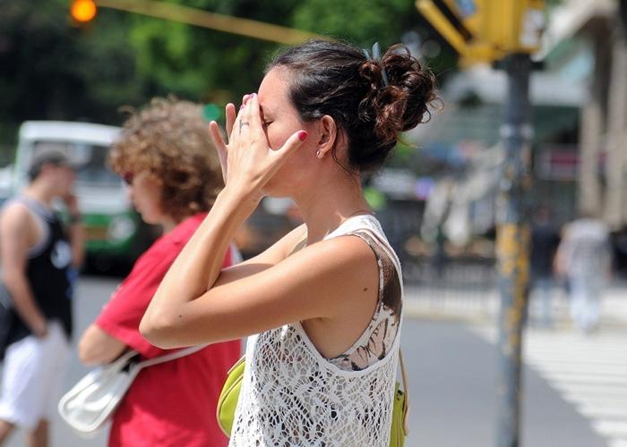 Mujer ante golpe de calor