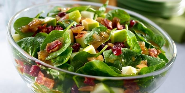 Ensalada espinacas frutas bacon