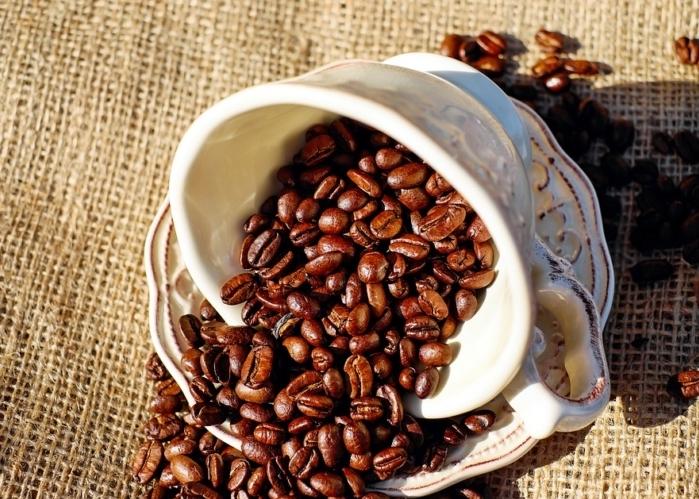taza-de-cafe-en-granos