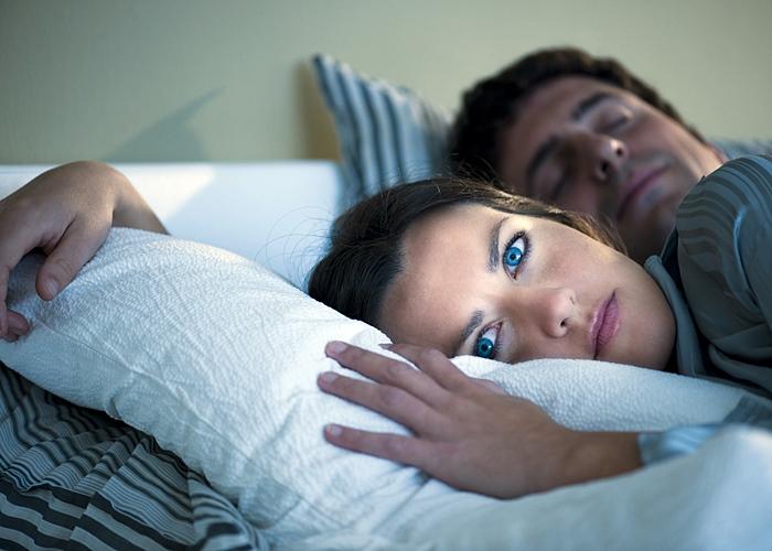 Mujer despierta de madrugada