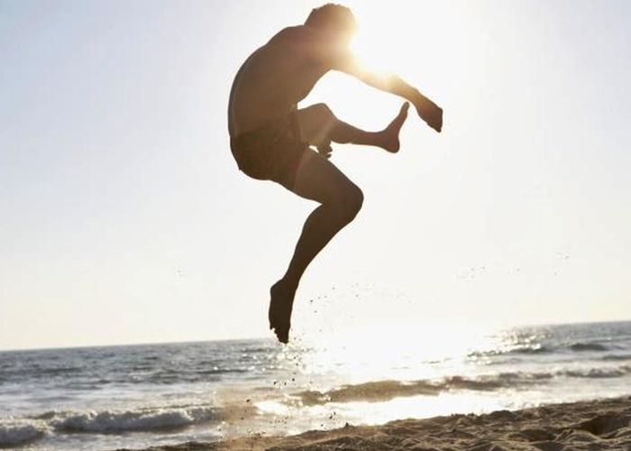 Patada y salto playa
