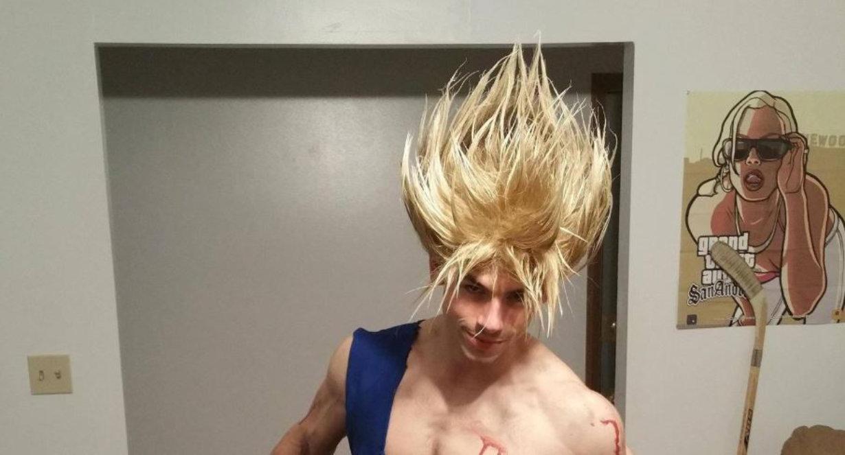 Ce cosplay de Goku a littéralement collé les cheveux de Super Saiyan